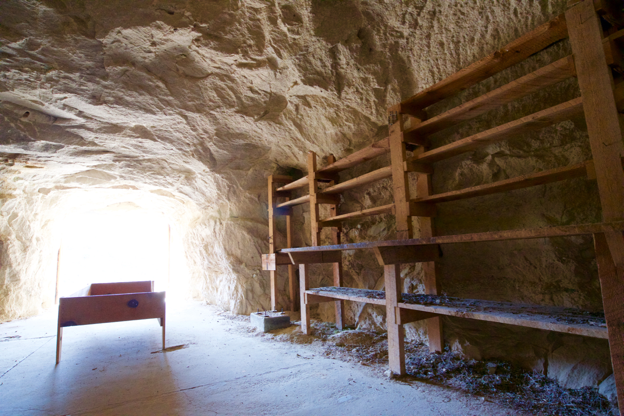 grand_staircase_cave_shelves_m-holland