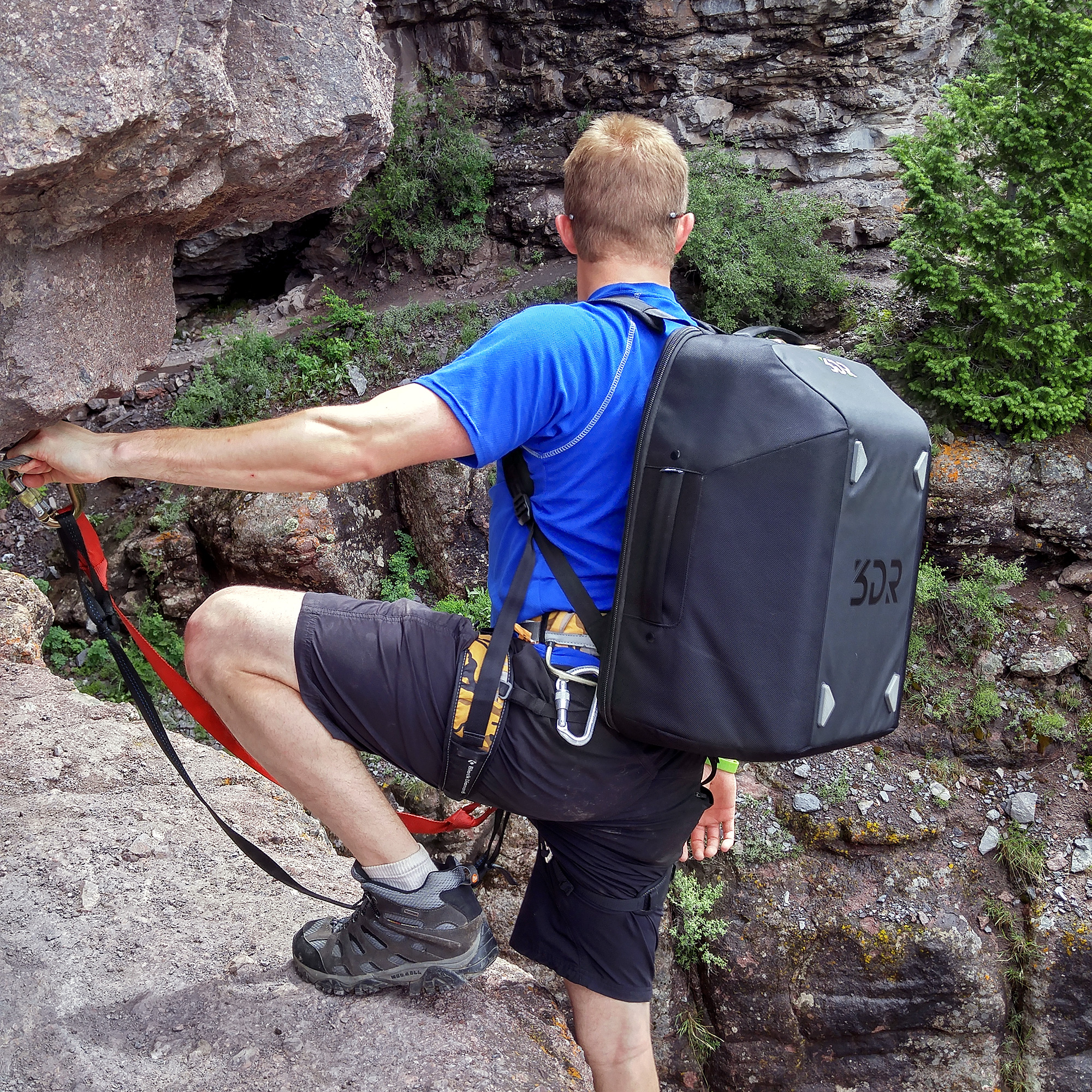 solo-backpack-climber